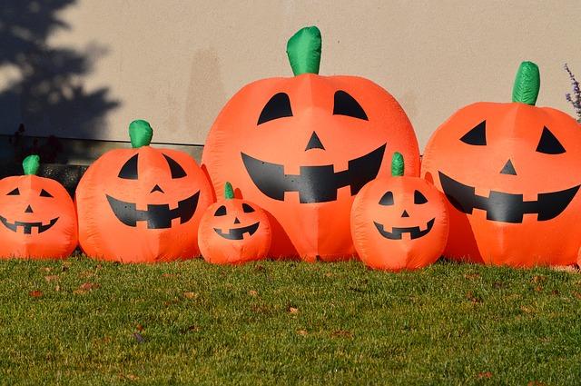https://pixabay.com/en/pumpkins-jack-o-lantern-halloween-1017328/