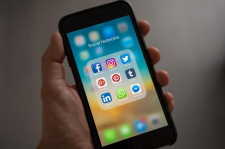 social media, apps, facebook, twitter, smart phone,
